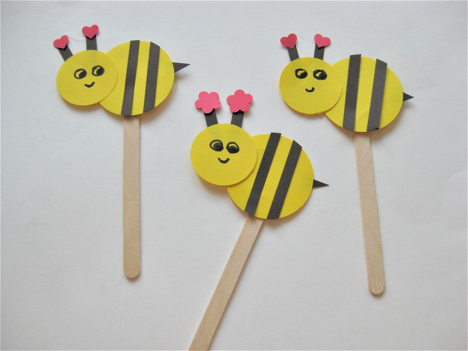 easy art and craft ideas for kids - popsicle bee puppets